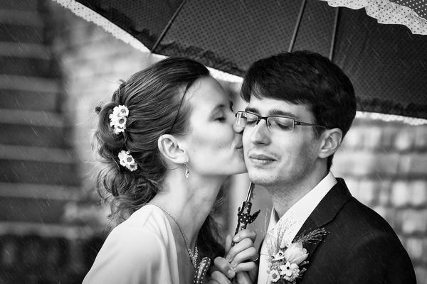 Svatební fotografie černobílá kontrastní