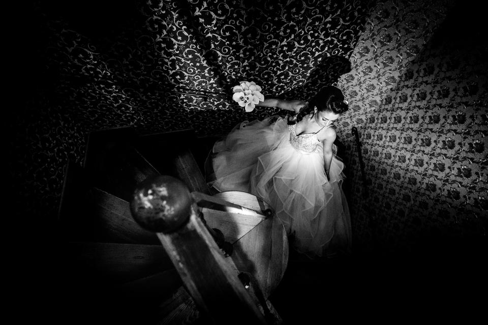 Umělecká svatební fotografie v černobílém zpracování