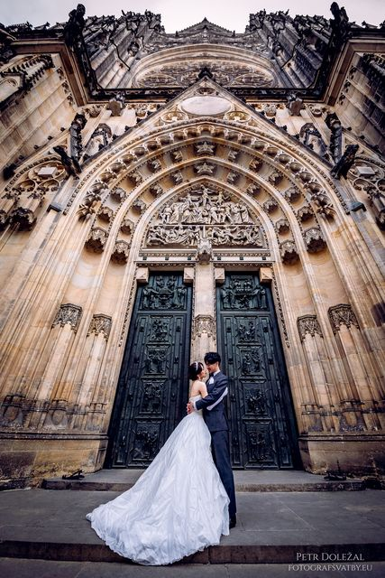 Pre Wedding Photo with main Entrance door into St. Vitus cathedral