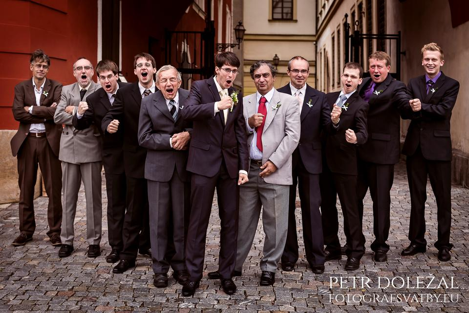 jak fotit skupiny lidí na svatbě