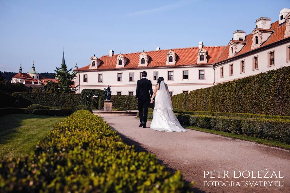 Wallenstein garden in Prague for Pre Wedding Photo