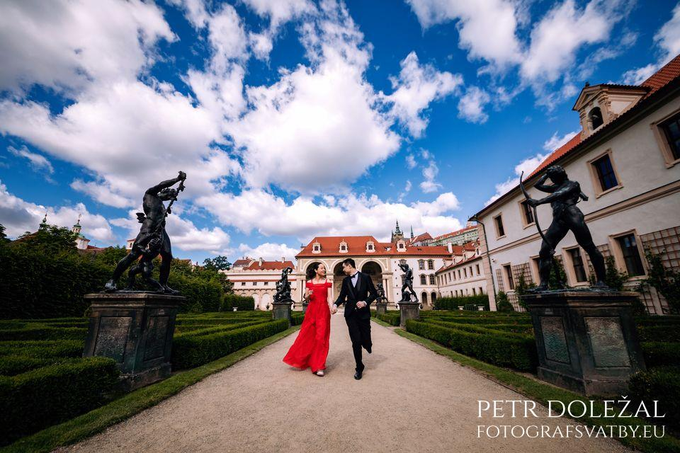 Prague Wallenstein Garden in Pre Wedding Photo