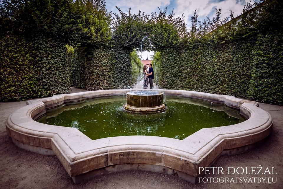 Baroque Wallenstein garden in Prague for Pre Wedding Photo