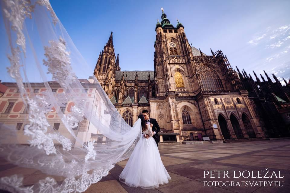 Pre Wedding Photo from Prague with St. Vitus Cathedral