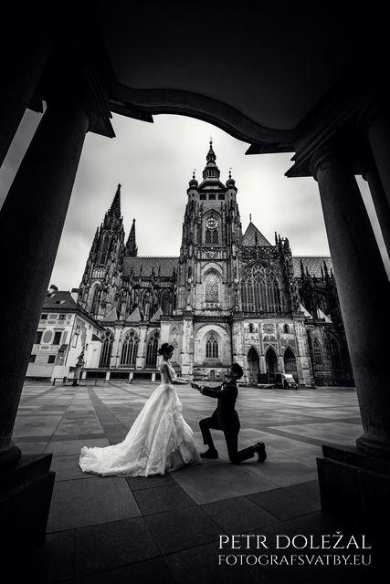 Engagement Photo with St. Vitus Cathedral in Prague