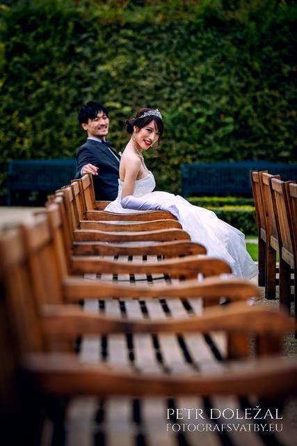 Pre-Wedding Photography in Prague Wallenstein Garden