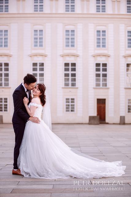 Pre Wedding Photo from Prague Castle Courtyard