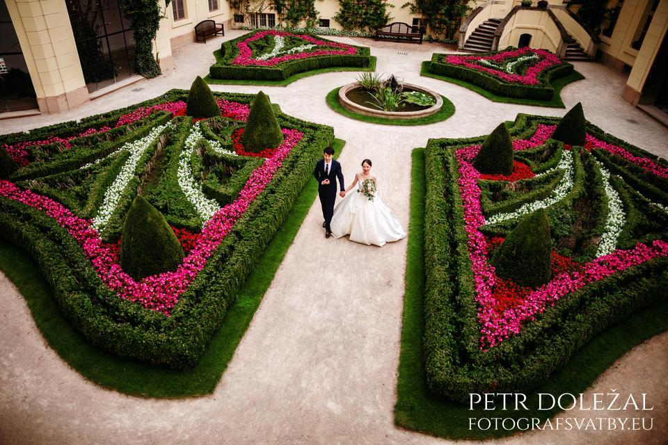 Pre Wedding Photo of Vrtba Garden in Prague