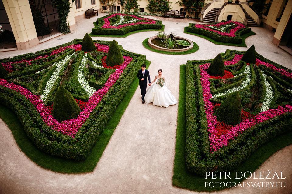 Pre Wedding Photo of Vrtba Garden in Prague