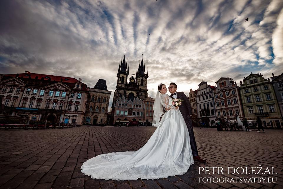Pre Wedding in Old Town Square in Prague