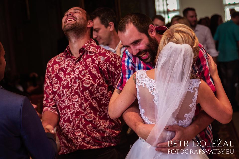 Gratulace po svatebním obřadu