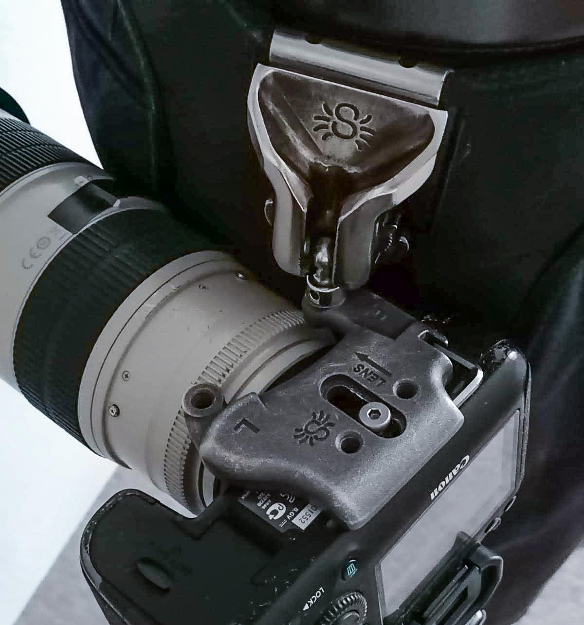 Jak nosit fotoaparát při uchycení na opasku.