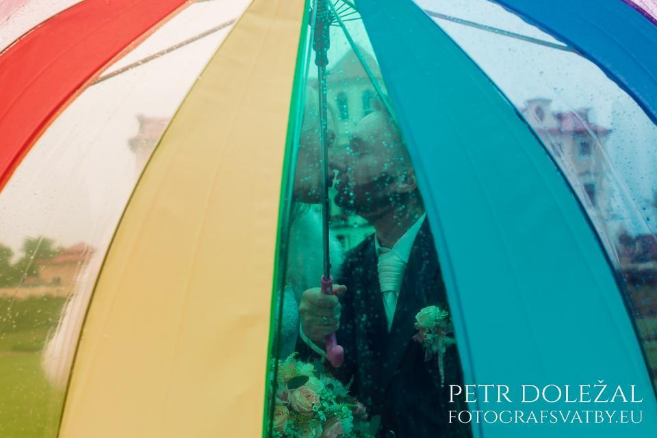 Profesionální svatební fotograf se setkává s deštěm několikrát za rok.