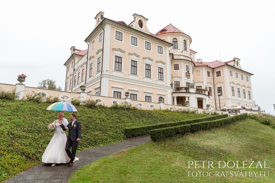 Dešťové přeháňky na svatbě