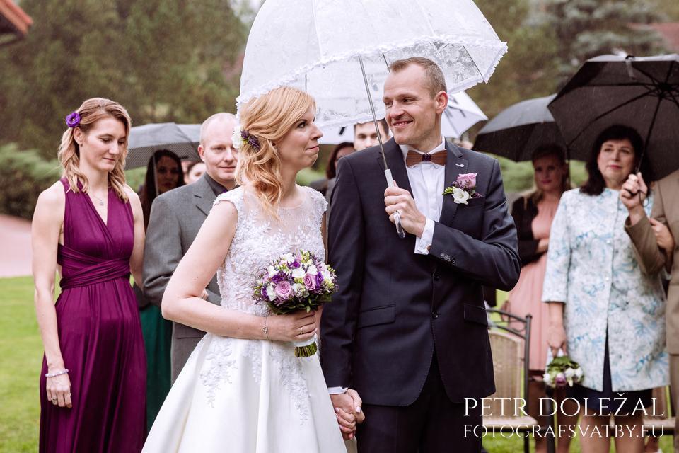 Nenechte si zkazit náladu deštěm na svatbě