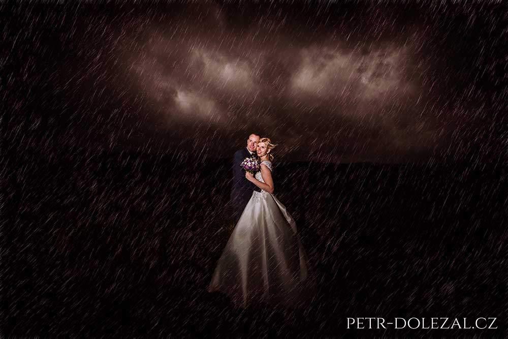 Fotky: svatba v dešti