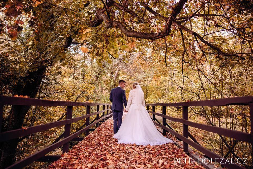 Další fotky - svatba v podzimním listí
