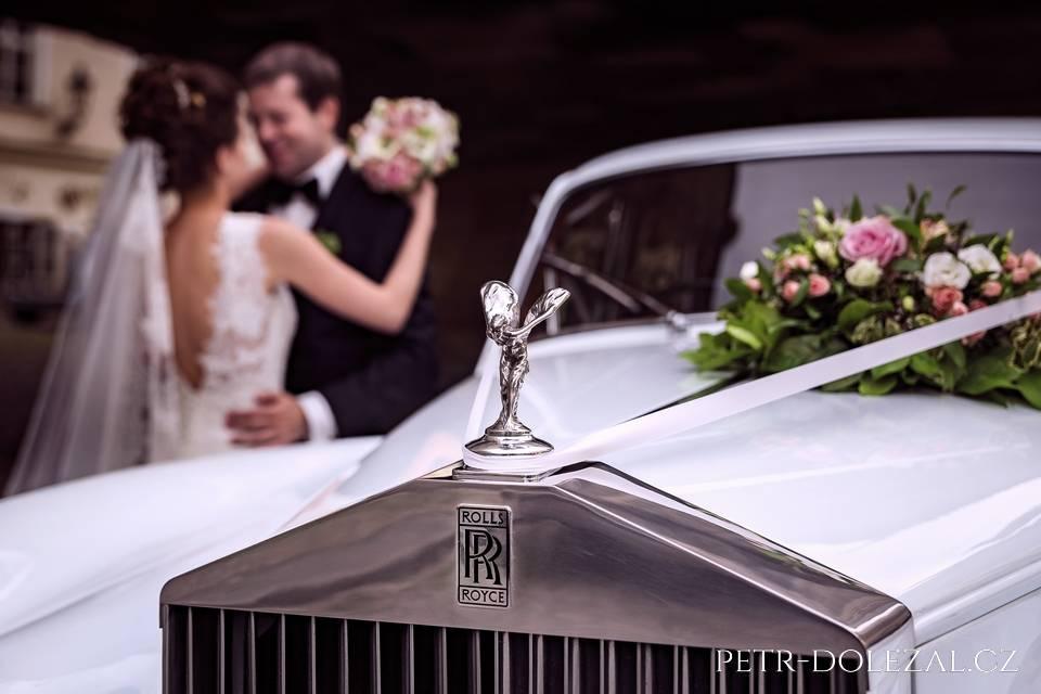 Co by byly svatební fotky bez luxusních automobilů