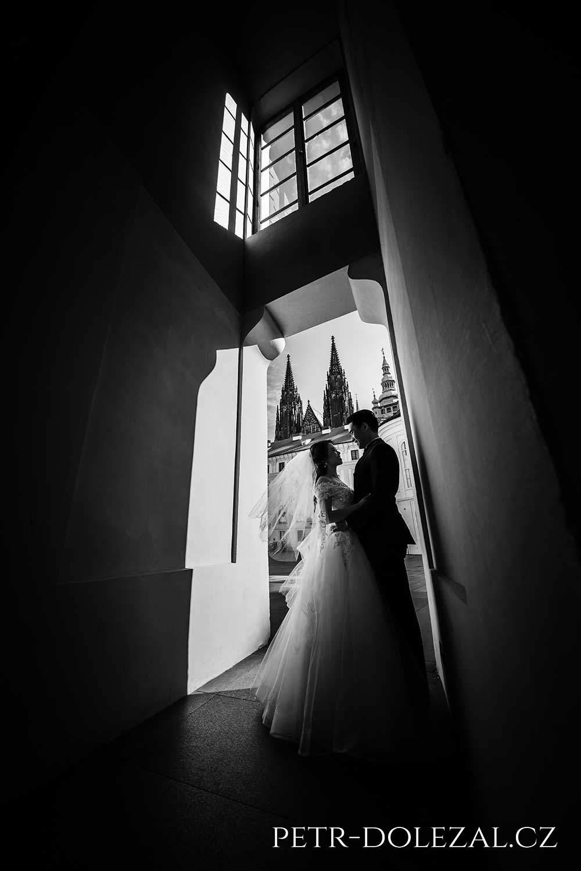 Svatební foto Praha - nádvoří Pražského hradu