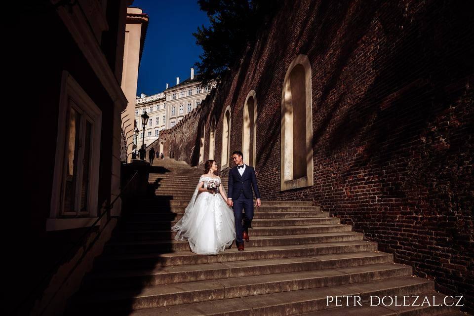Svatební foto Praha - Staré zámecké schody