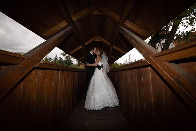 Svatební fotografie před úpravou