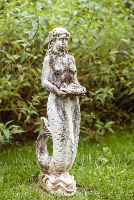 Osamělá soška v zahradě Trojanova mlýnu