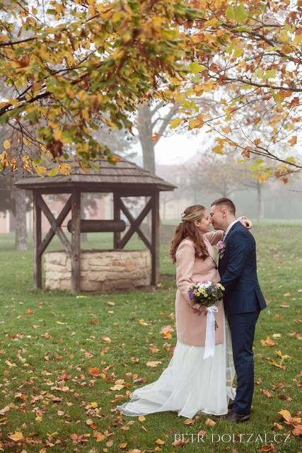 Svatební focení na podzim u Chvalského zámku