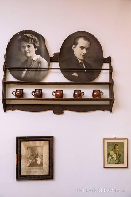 Hoffmanův dvůr - detail nástěnné dekorace Konírny