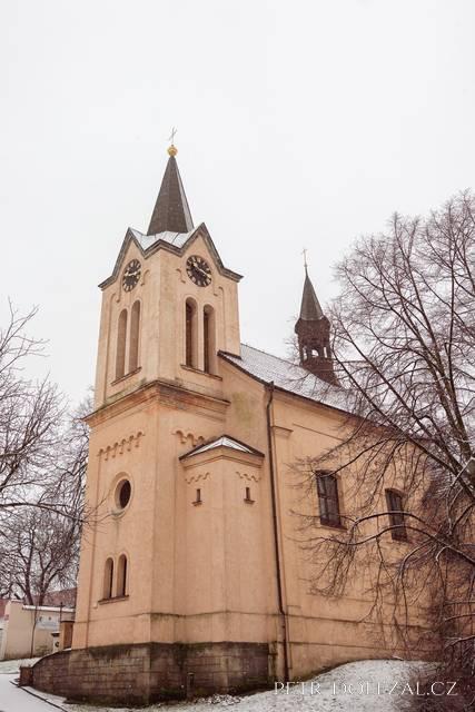 Kostel sv. Ludmily u Chvalského zámku