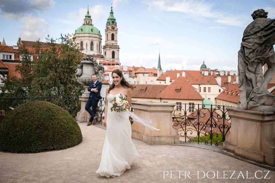 Nevěsta a ženich ve Vrtbovské zahradě