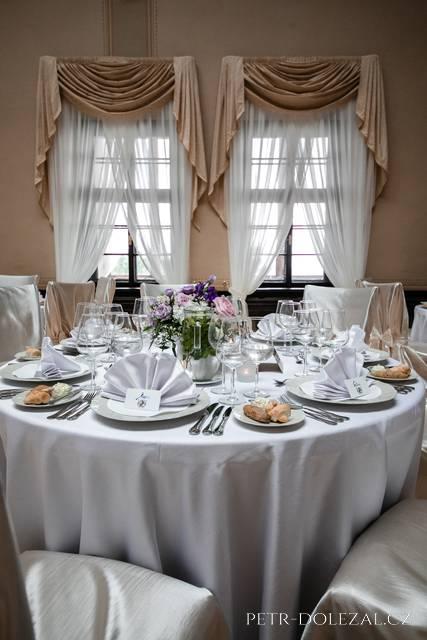 Svatební hostina na zámku Zbiroh