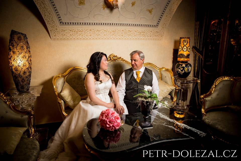 Novomanželé v Alchymist Grand Hotelu