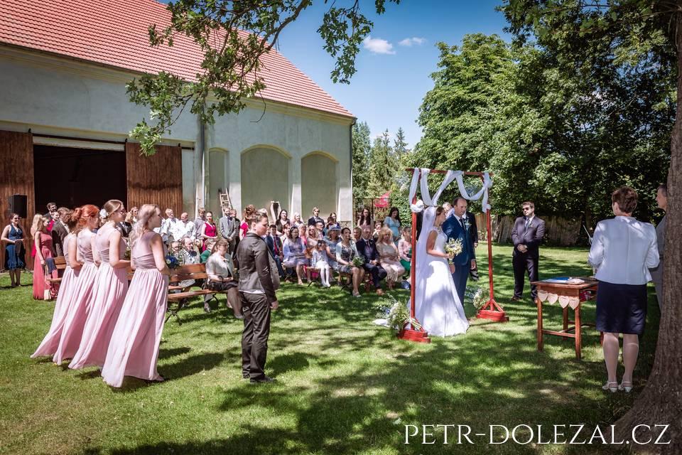 Svatební obřad v zahradě - Hoffmanův dvůr